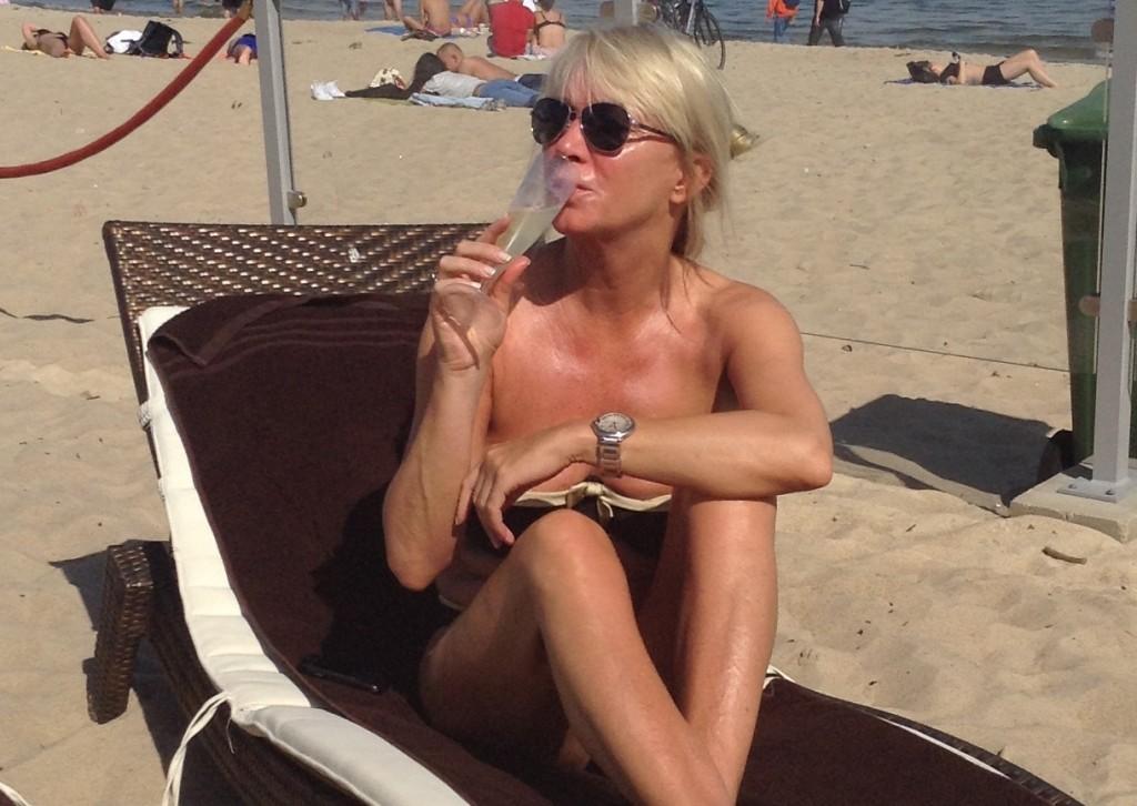 Mariola Bojarska-Ferenc 50+: Gładkie ramiona i łokcie - to odmładza! - BlogStar.pl