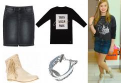 Julia ma na sobie: spódnica - Zara, bluzka - Mohito, buty- Bartek, bransoletka - Sinsay, niebieski lakier do paznokci - drogeria internetowa Mistic