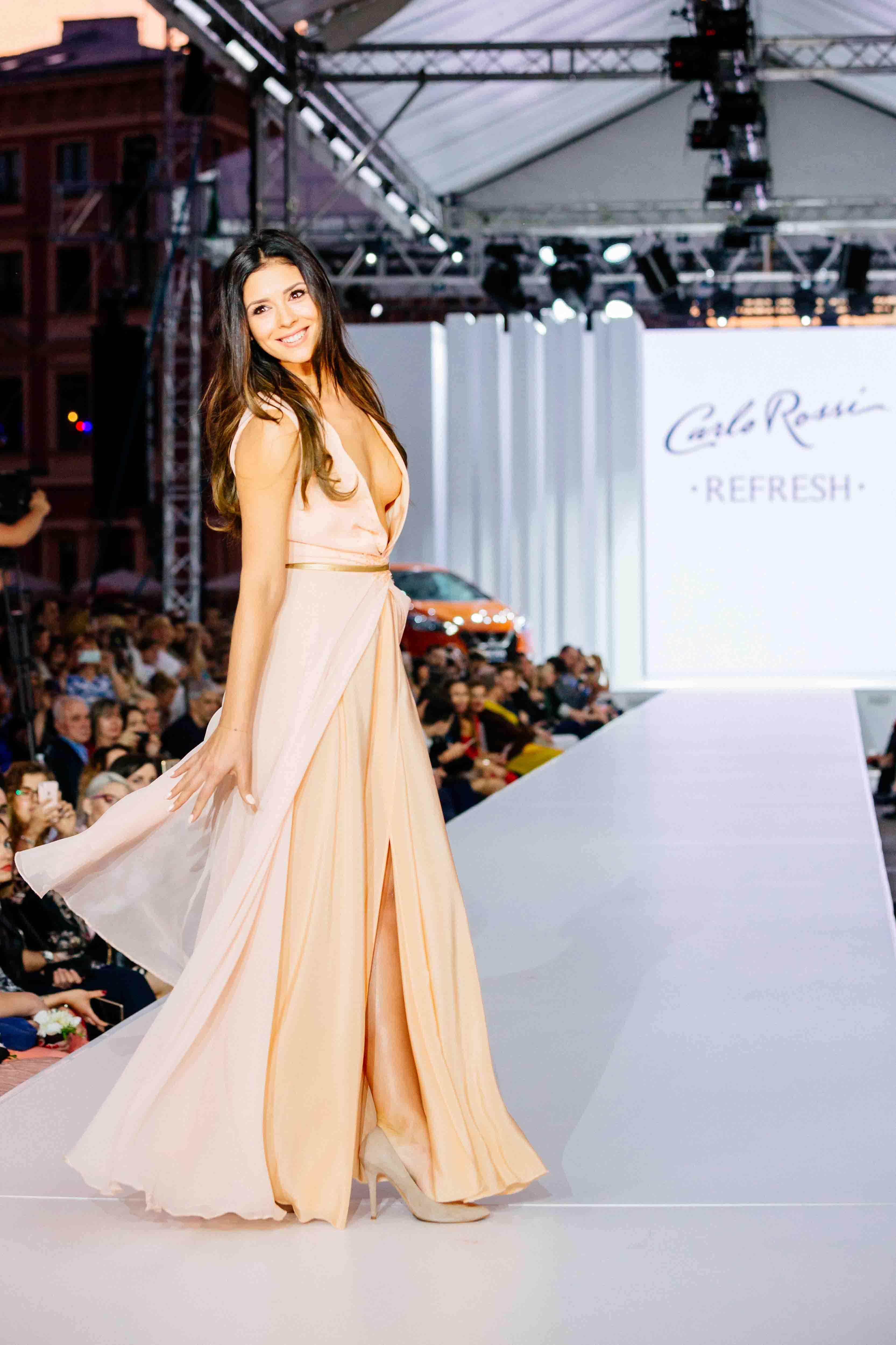 BlogStar: Klaudia Halejcio w zjawiskowej sukni inspirowanej Carlo Rossi Refresh - BlogStar.pl