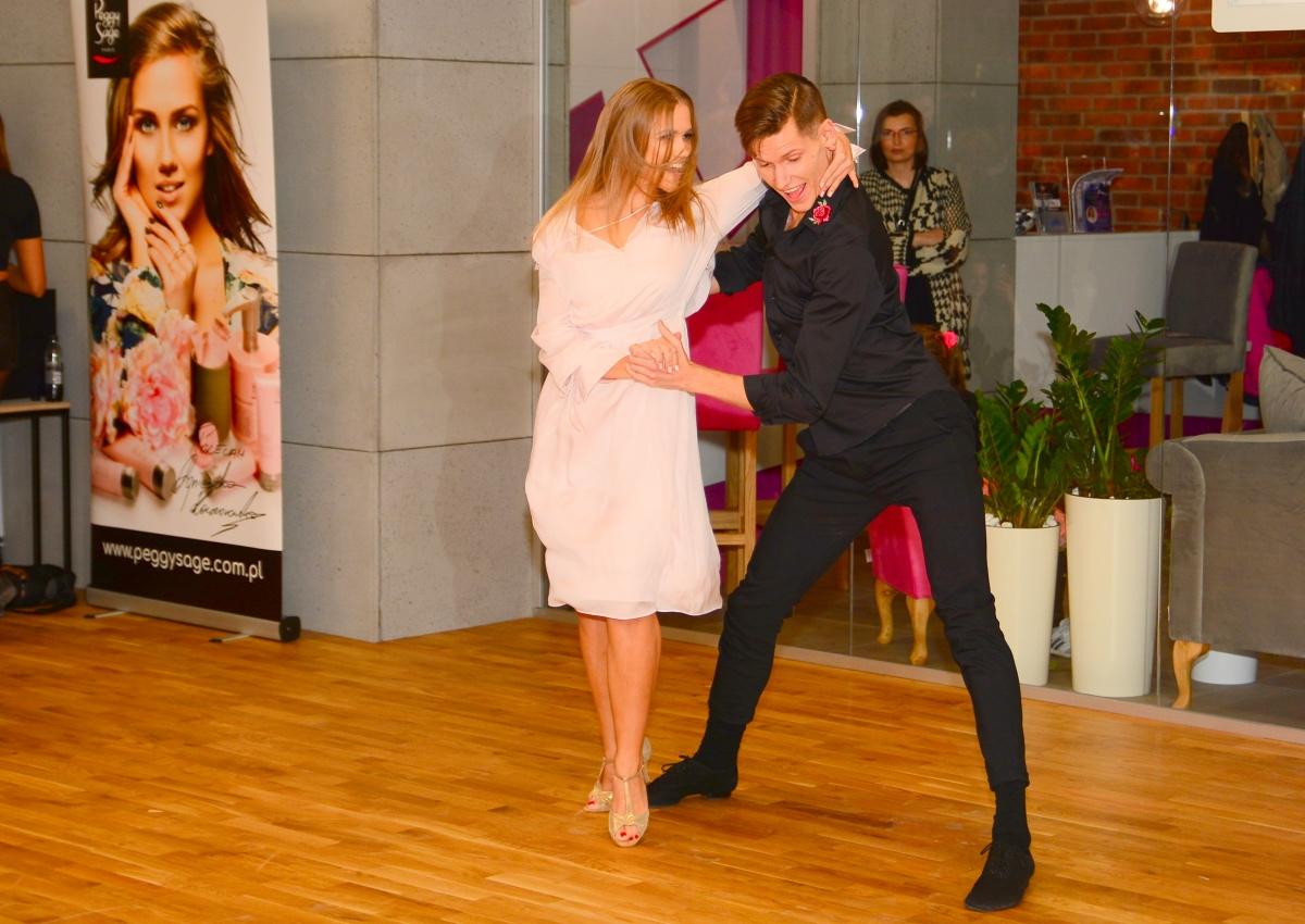 BlogStar: Agnieszka Kaczorowska otworzyła szkołę tańca - BlogStar.pl