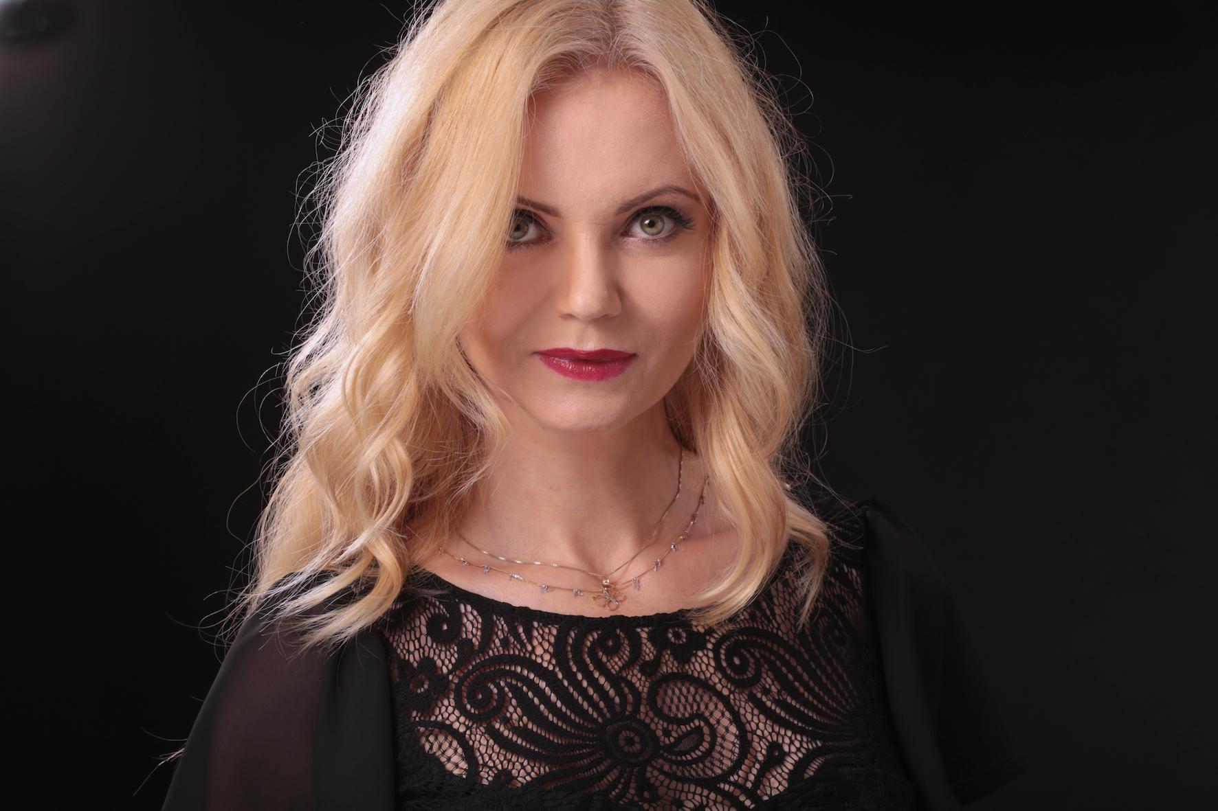 BlogStar: Olga Borys jako atrakcyjna wdówka - BlogStar.pl