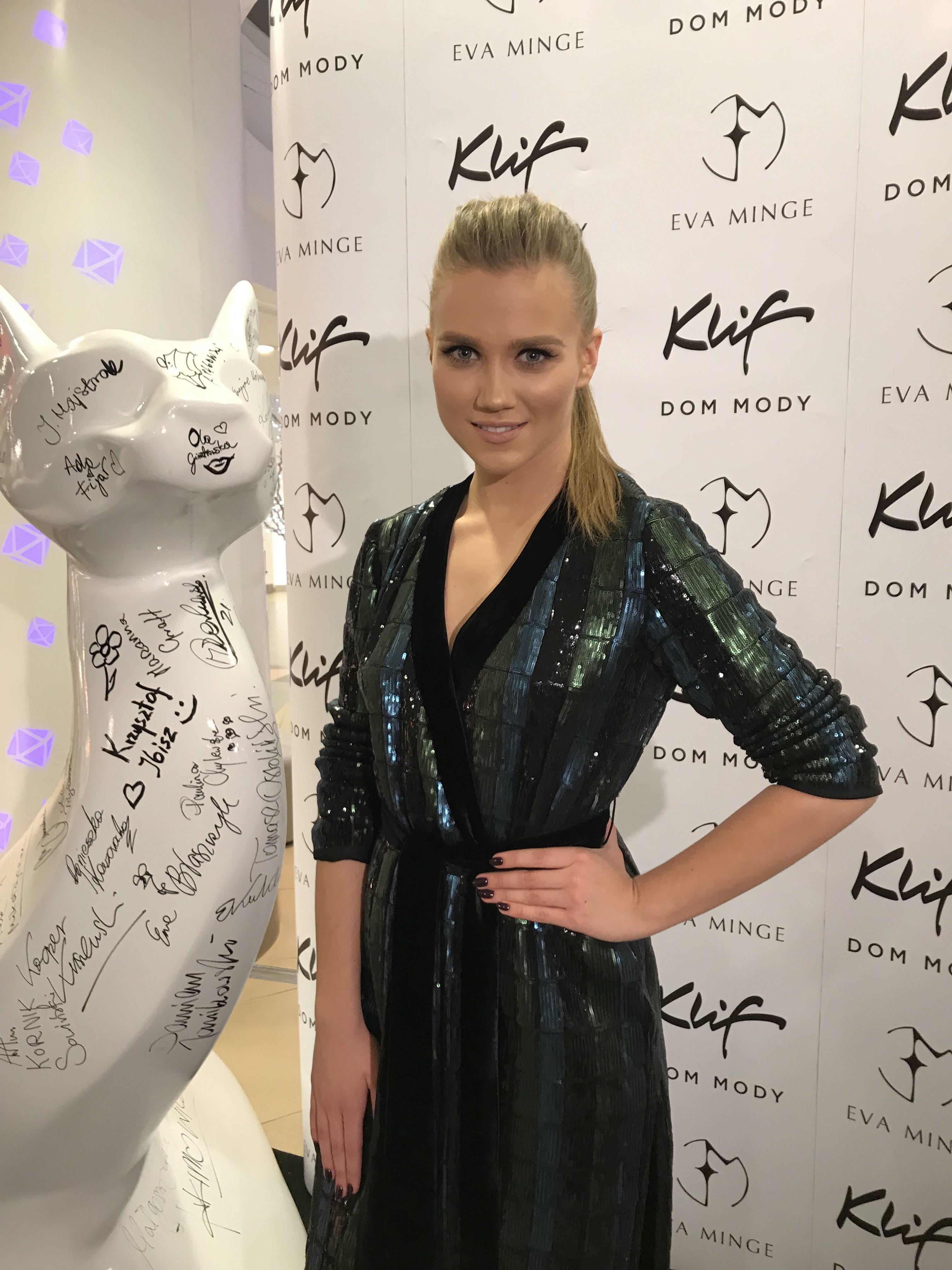 """BlogStar: """"Black Butterflies"""" – czyli Ewa Minge i jej cudowne koty - BlogStar.pl"""