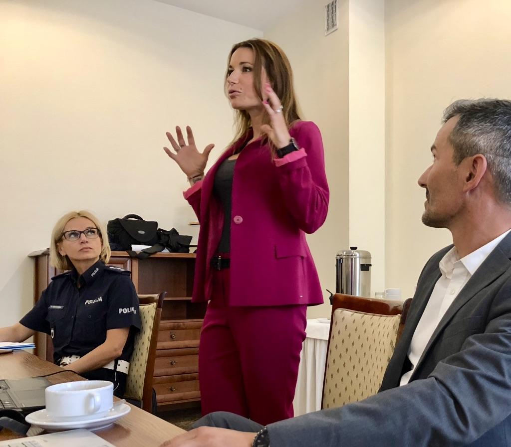 BlogStar: Karolina Pilarczyk w rękach policji! - BlogStar.pl