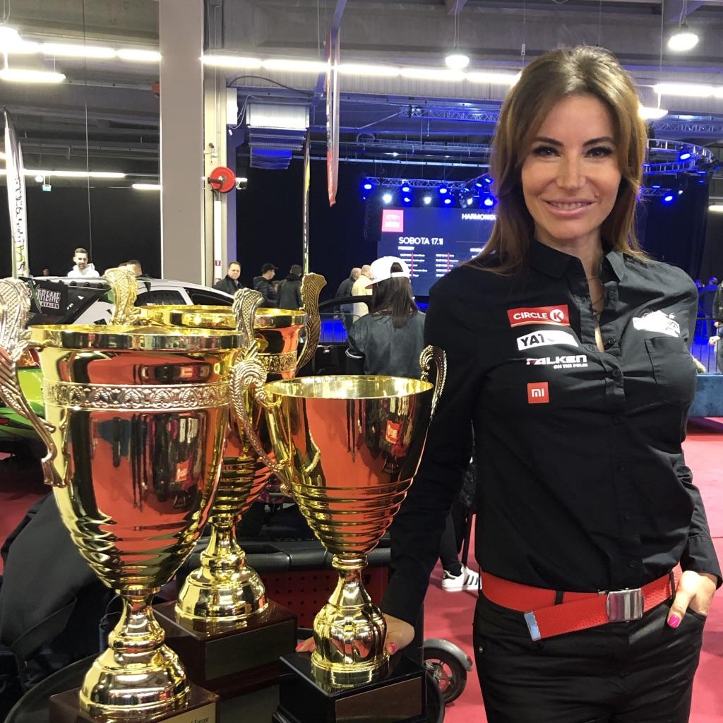 BlogStar: Dwukrotnie zdobyła tytuł najlepiej driftującej kobiety w Europie, teraz rusza na podbój Ameryki - BlogStar.pl