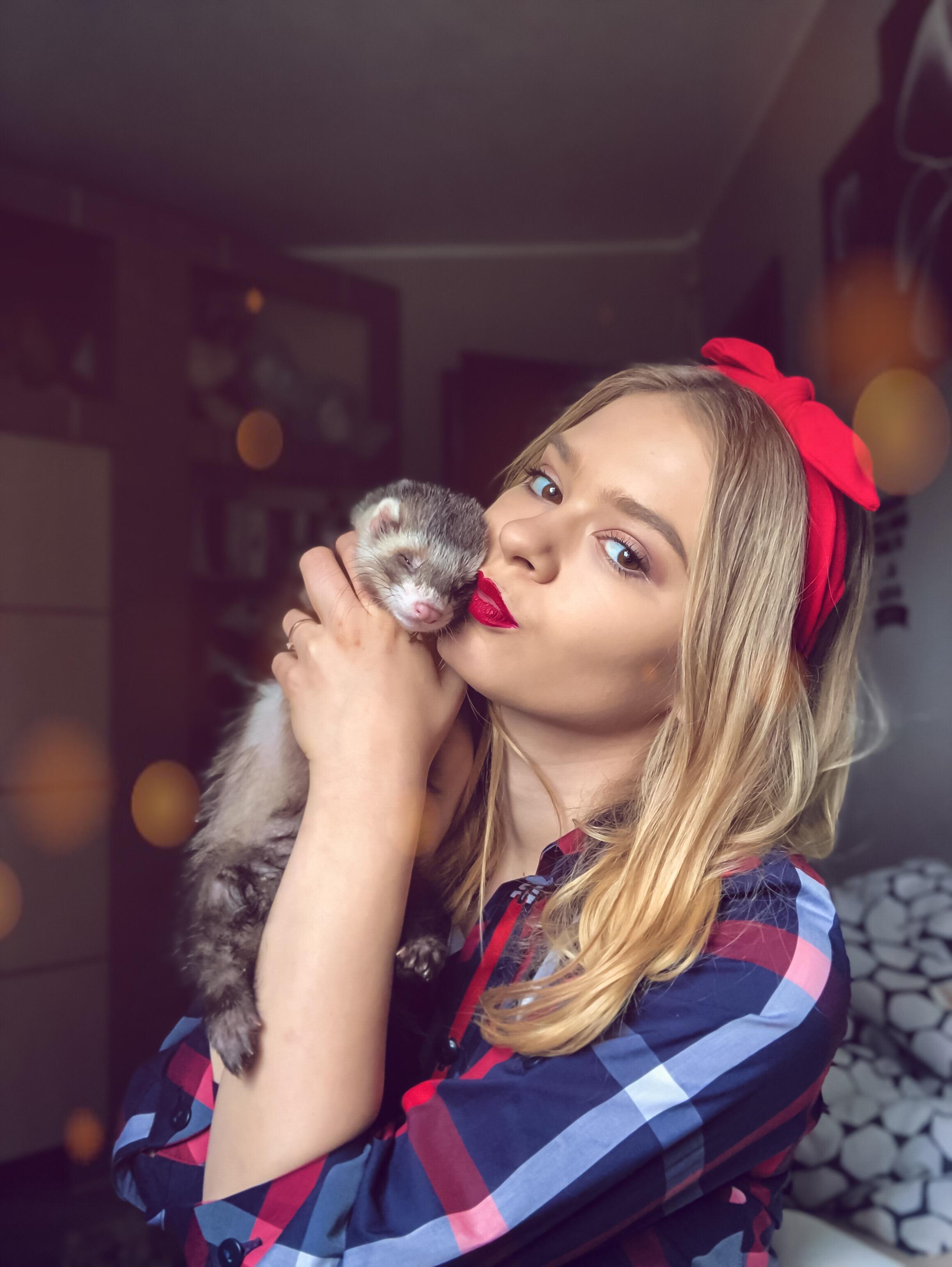 BlogStar: Zakochana Julia Wróblewska i najpopularniejsza Fretka w Polsce - BlogStar.pl