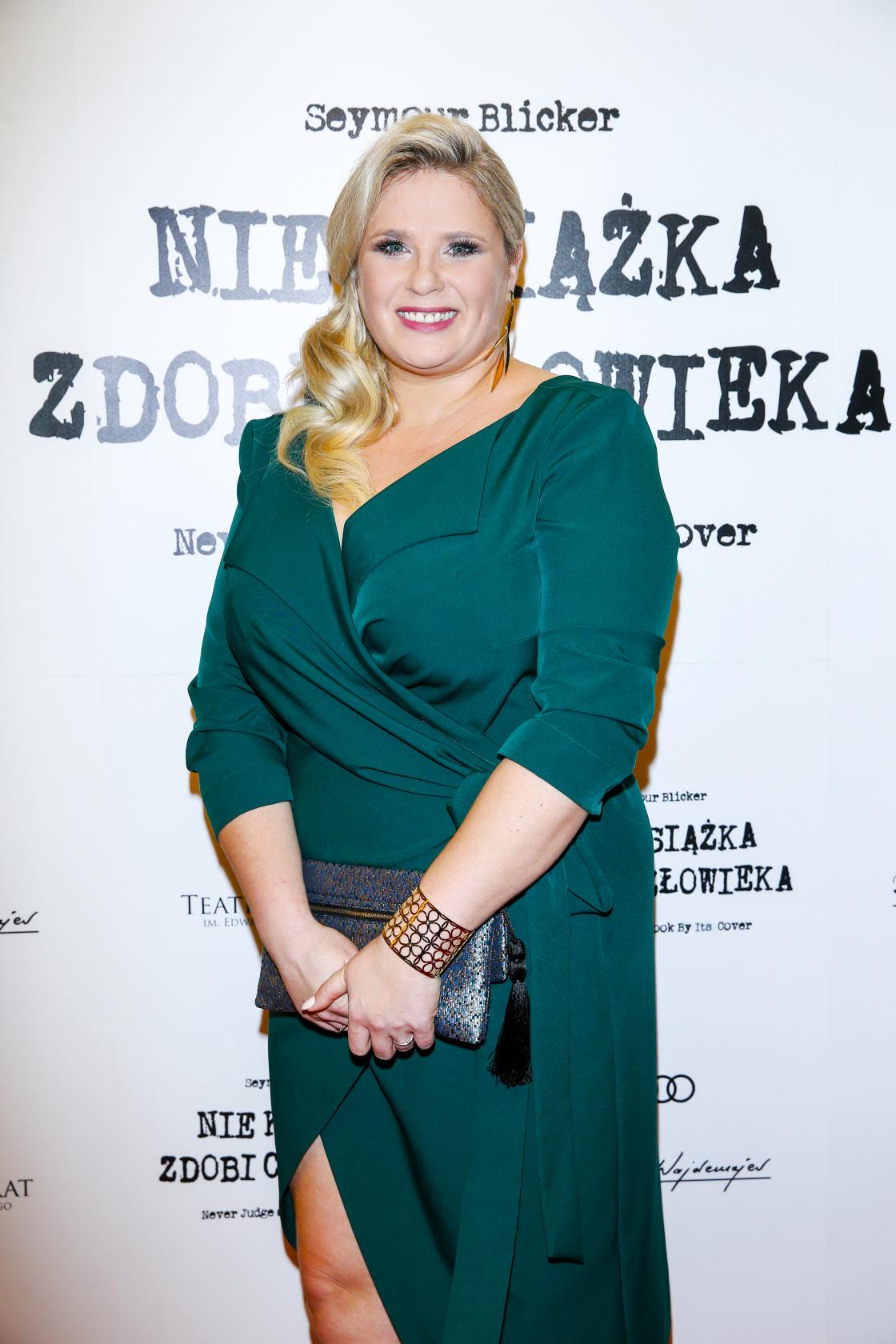 BlogStar: Klaudia Halejcio na premierze spektaklu olśniła ! - BlogStar.pl