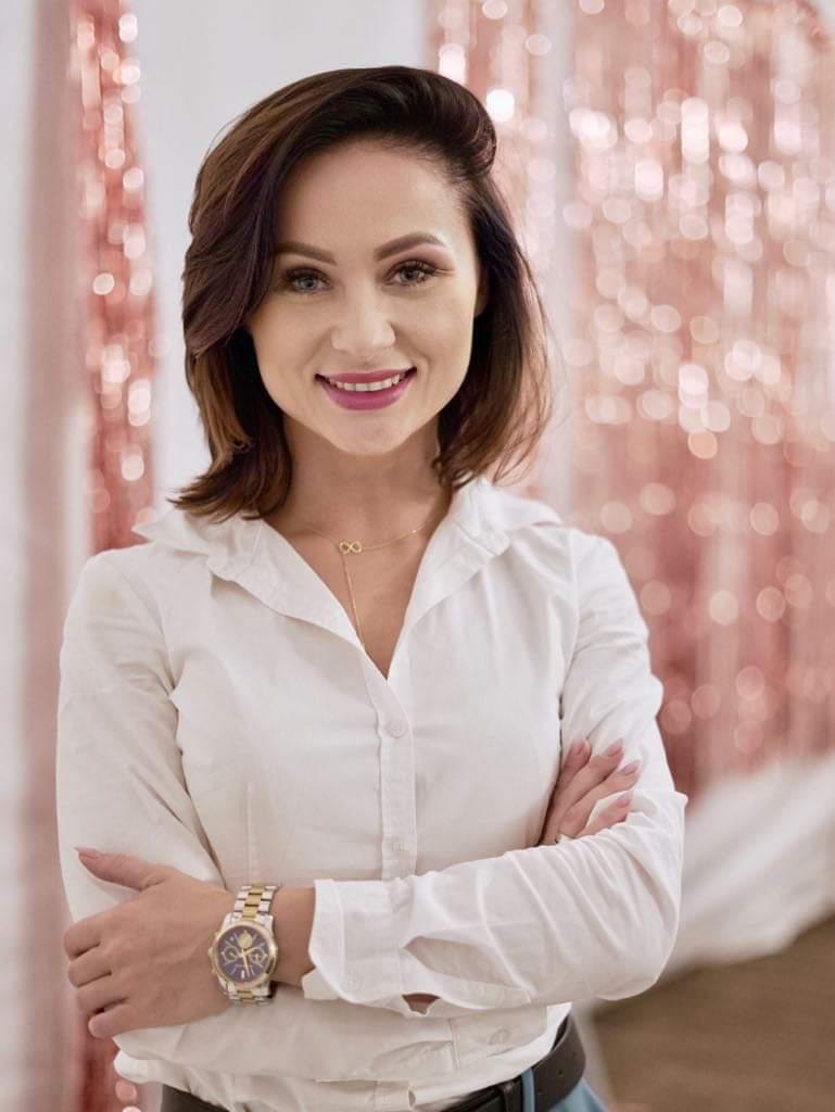 BlogStar: Czerwona szminka na salonach - BlogStar.pl