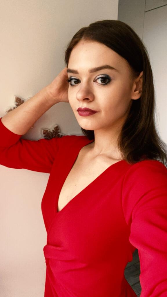 BlogStar: Julia Wróblewska w ognistej czerwieni - BlogStar.pl