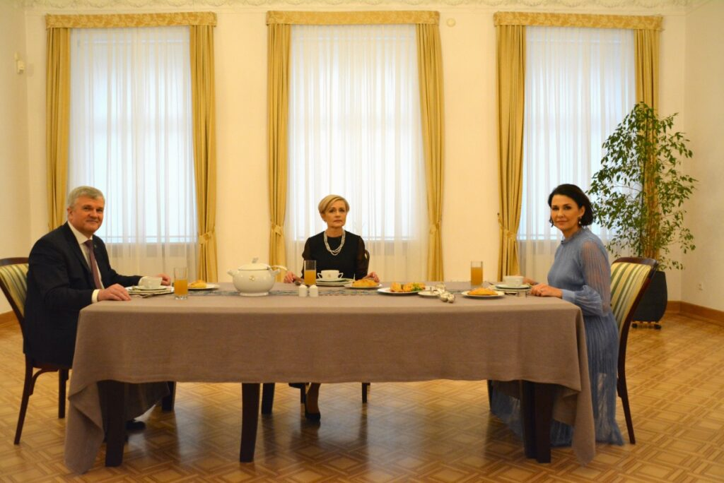 BlogStar: Anna Popek i … dyplomatyczne wpadki - BlogStar.pl