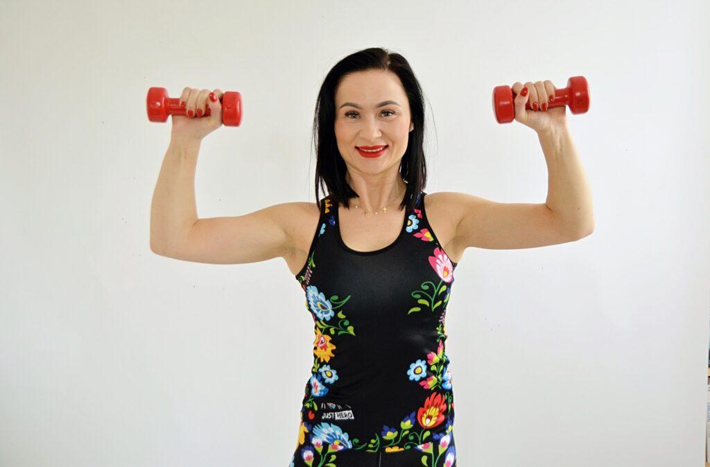 BlogStar: Porady eksperta Justyny Bolek: 3 sposoby na smukłe ramiona - BlogStar.pl