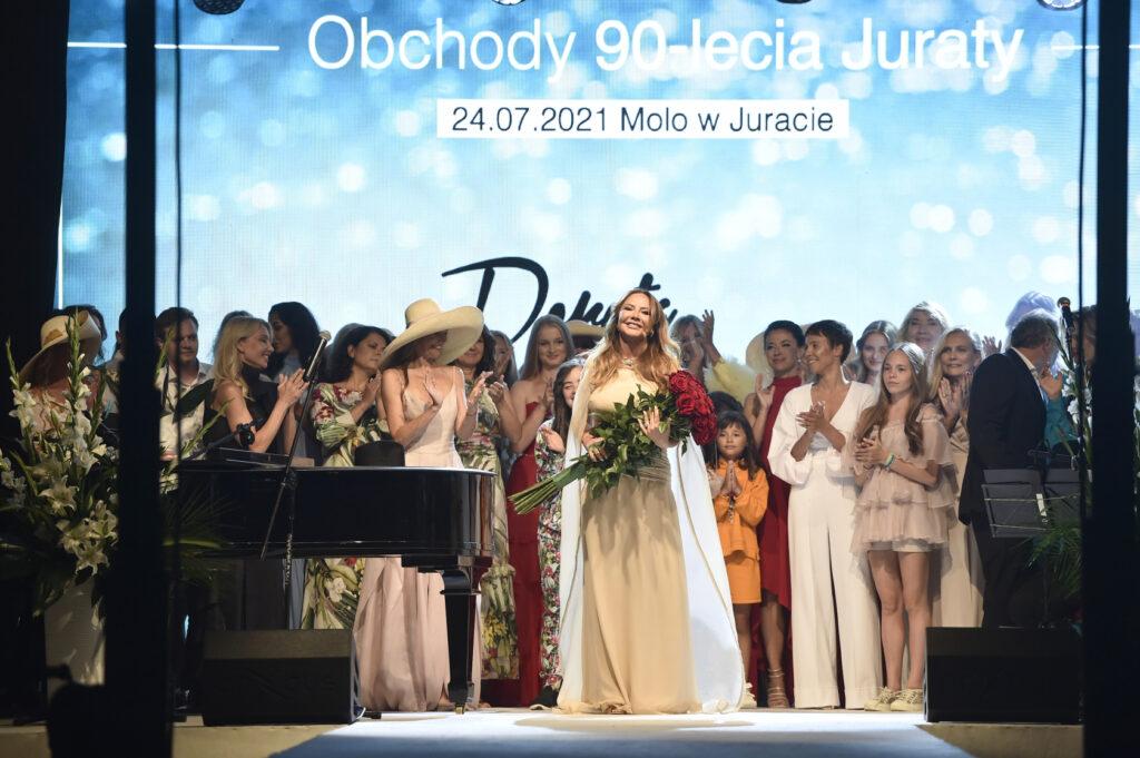 BlogStar: Obchody 90-lecia Juraty jako kurortu i pokaz Doroty Goldpoint - BlogStar.pl
