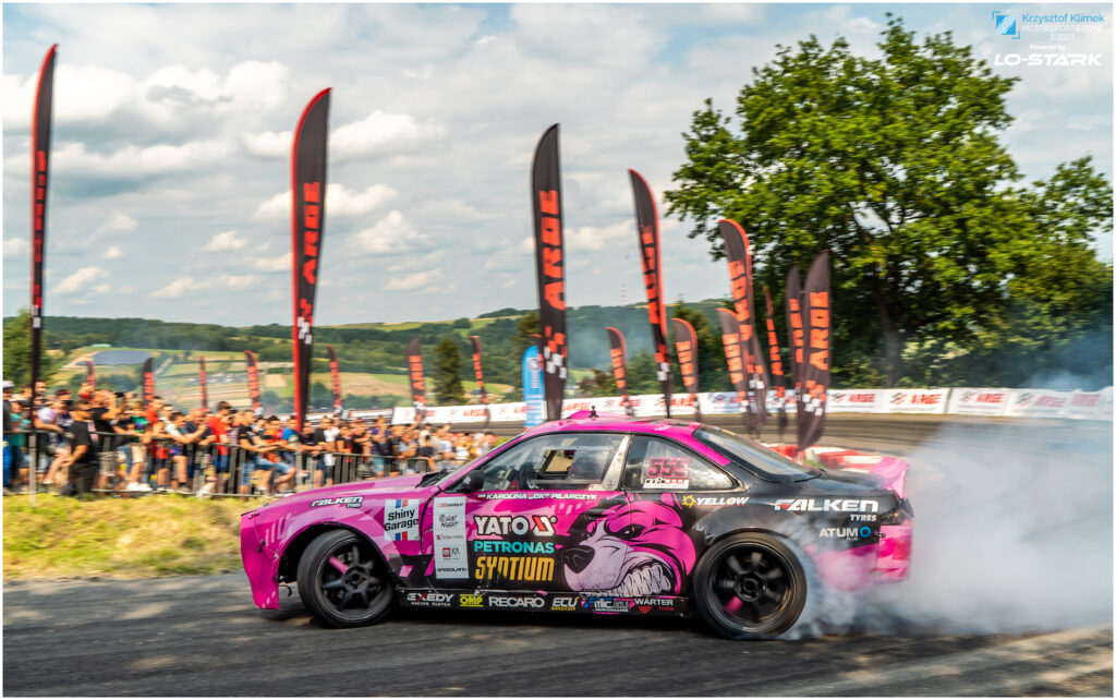 BlogStar: Shiny Garage stawia na motorsport - Karolina Pilarczyk Ambasadorką marki - BlogStar.pl